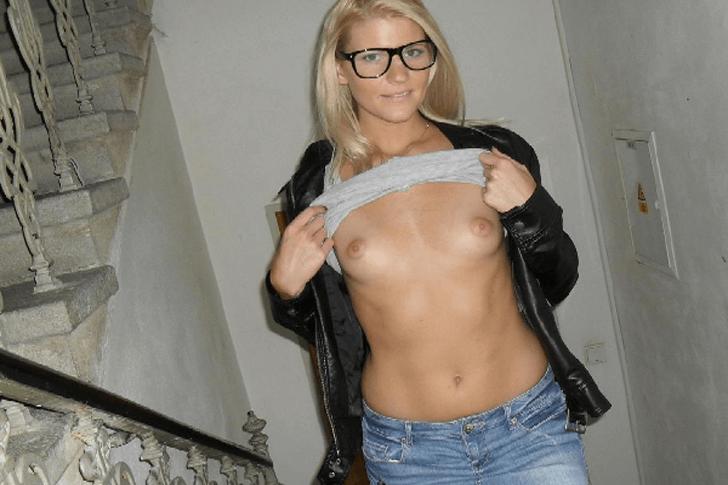 Junge Hausfrau sucht Bumskontakte für schmutzigen Anal Sex